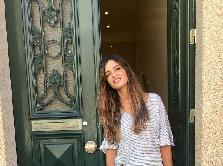 """31.6 mil Me gusta, 104 comentarios - Sara Carbonero (@saracarbonero) en Instagram: """"Sí, yo también soy de las que llega media hora antes al cole a recoger a los niños el primer día de…"""""""