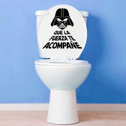 """Original vinilo decorativo de Star Wars, con la frase """"Que la fuerza te acompañe"""" y la imagen de Darth Vader. Ideal para pegarlo en el baño o en cualquier otro lugar."""