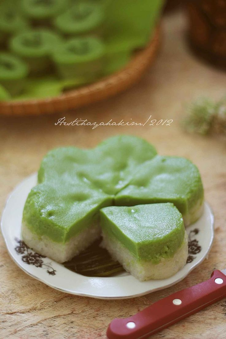 HESTI'S KITCHEN : yummy for your tummy: Lapis Ketan Sarikaya Pandan