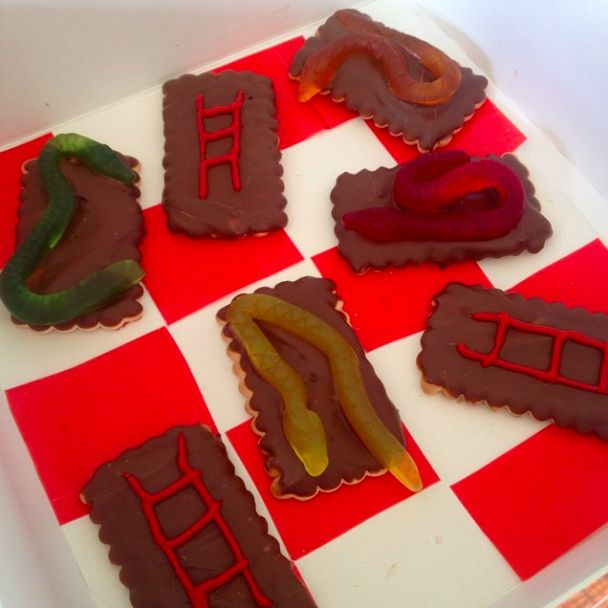 Snake and Ladder Cookies. Find the recipe on www.thepartybebe.com.