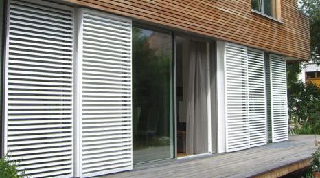 Okucia do okiennic przesuwnych | okiennice przesuwne | okiennice drewniane | okiennice aluminiowe | rolety dachowe | okna przesuwne | napęd do okiennic przesuwnych | drzwi przesuwne | osłony przeciwsłoneczne | baier | ruchome fasady | żaluzje | okiennice składane | automatyczne