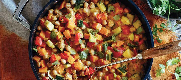 Actualisé pour plaire aux cuisinomanes consciencieux, ce plat végétarien peut être servi sur un lit de riz ou seul, garni d'une généreuse cuillerée de yogourt.
