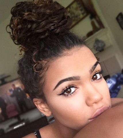 The curly bun & other styles you need to try for your natural curly hair!