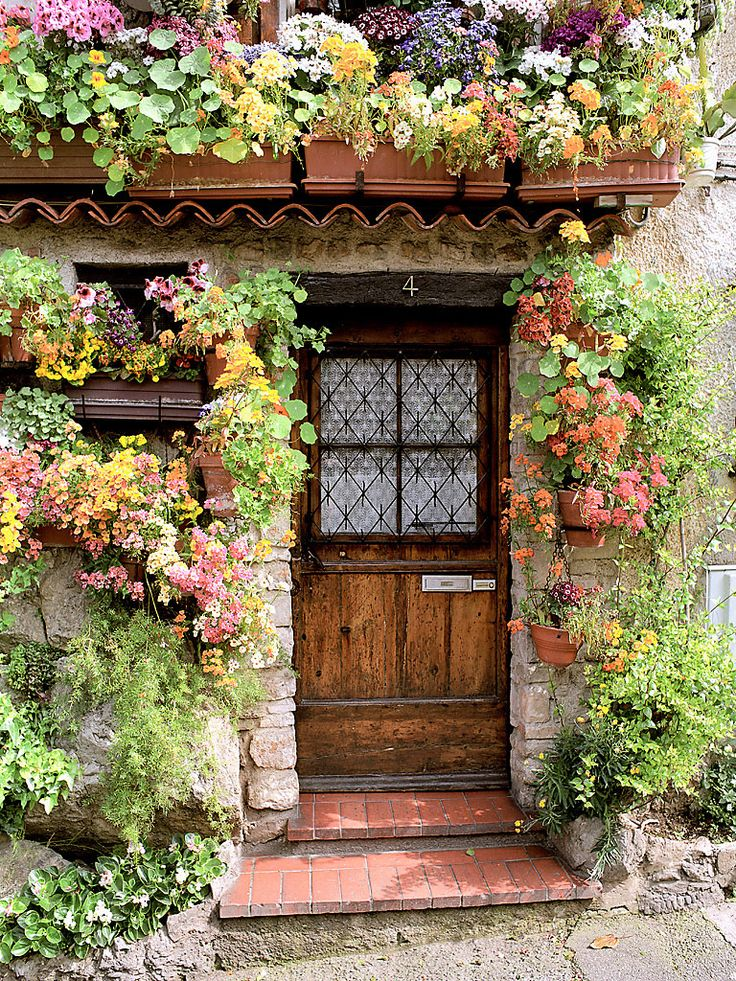 Flower cottage in Antibes (Provence), France. Photo by Dennis Barloga