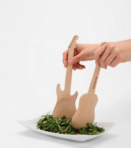 Couverts de salade en bois guitare gifts ideas en 2019 bois accessoires cuisine et planche - Accessoires de cuisine originaux ...