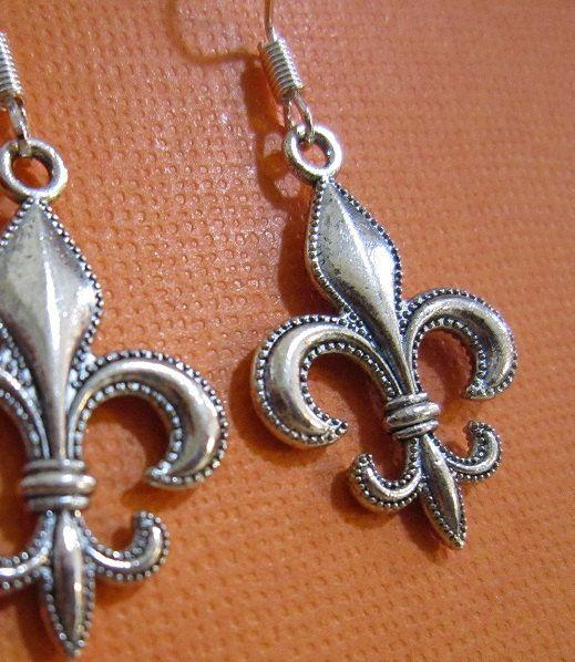 Beautiful Antique Silver Fleur De Lis Earrings by EarthyEcoStyle, $12.00