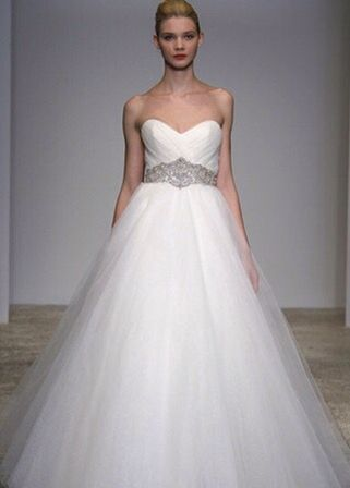 Lovely Maggie Sottero Divina Wedding Gown size sweetheart mermaid trumpet