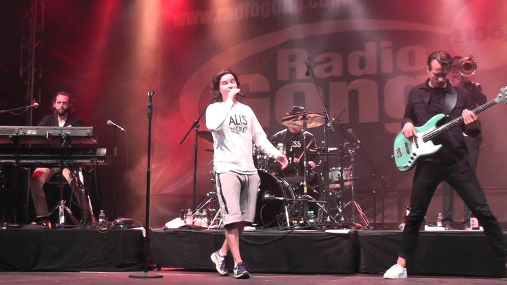 Lukas Graham - What happend to perfect @ Radio Gong Stadtfest Würzburg [18.09.2015] - YouTube