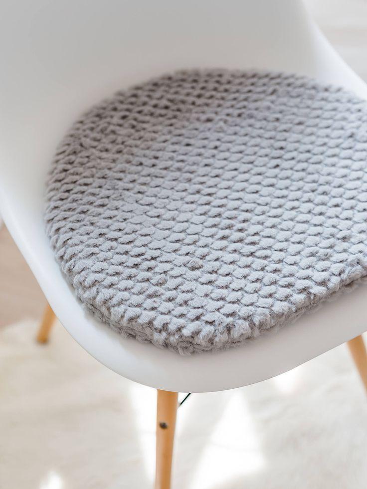 """Es gibt ein neues """"eames Sitzkissen in meinem #etsy Shop. Gleich mal schauen ❤️ #grau #einweihungsparty #thanksgiving #stuhlkissen #buro #innendekoration"""