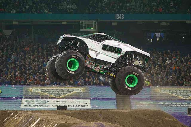 Monster Jam - Monster truck,trucks,monster truck,monster trucks,Monster Jam shows: Alien Invasion, Grave Digger, coming to 2016 Monst...