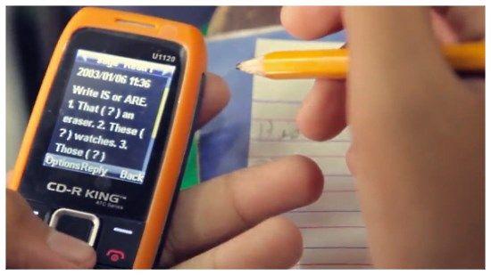 Smart sähköinen oppikirja SIM-kortilla, Filippiinit.  Textbooks on mobile phone SIM cards in Philippines.