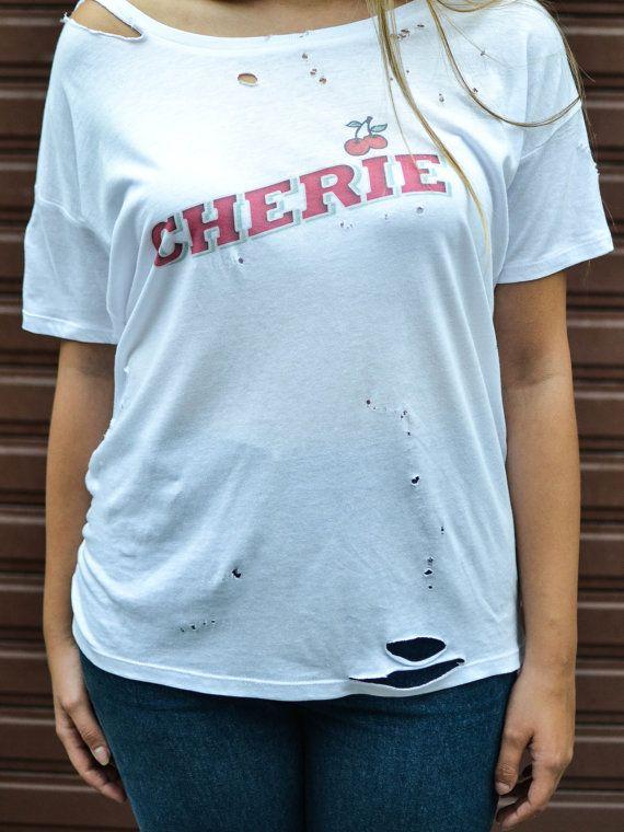 Tshirt français Chérie 90s  grunge oversize par DrenkusParis #nineties #fashion #tshirt #tee #grunge #oversize #love #cherry #cherie #french #distressed #paperthin #etsy #estyshop #vintage #women #holes #drenkusparis