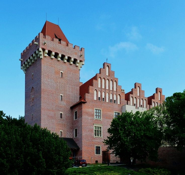 Reconstructed 14th century Royal Castle in Poznań houses the Museum of Applied Arts