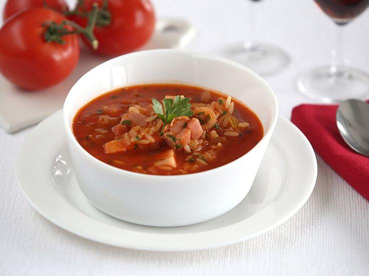 Рецепт: Томатный суп с копченой грудинкой в мультиварке