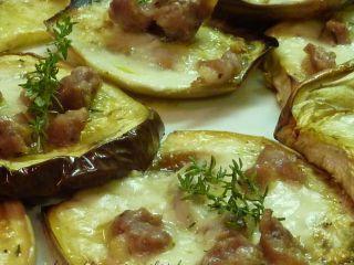 Bruschette di melanzane con salsiccia e stracchino