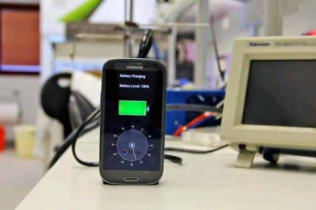 A new device by an Israeli startup called StoreDot could revolutionize battery charges by bringing a phone from dead to full in about 30 seconds.