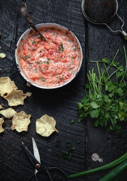 Salsa crémeuse (Trois fois par jour) *Y faire fondre du fromage à la crème à la place de la crème sûre/mayo peut être une bonne idée pour faire changement