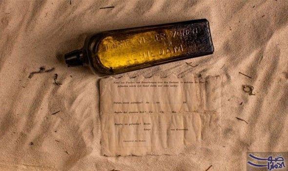 العثور على رسالة بكتابة بخط اليد في زجاجة قديمة عمرها 132 سنة وجد الزوجان كيم وتونيا إيلمان زجاجة مرمية في شمال جز Message In A Bottle Bottle Australia Beach