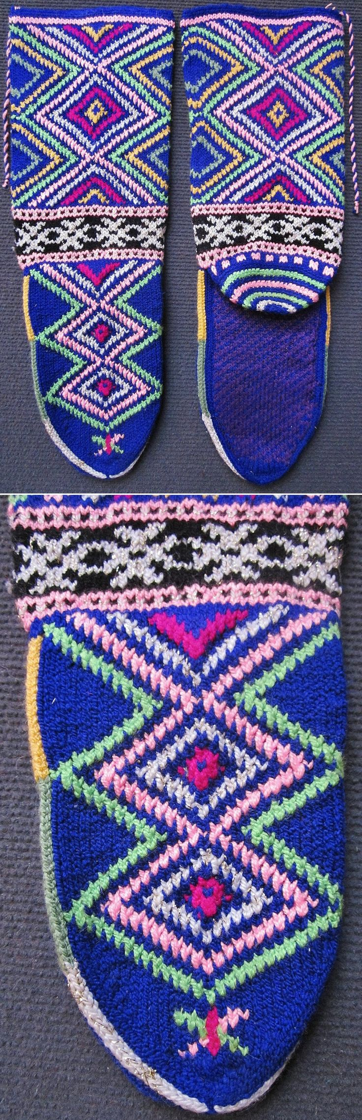 Short hand-knitted women's stockings.  From Pomak immigrants, settled in the Biga district (Çanakkale province).  Ca. 1975.  Wool, orlon, lurex (plied into the white orlon yarn).  With diamond-shaped 'ayna' (mirror) pattern, which is an amulet against the evil eye.  (Inv.nr. çor160 - Kavak Costume Collection-Antwerpen/Belgium).