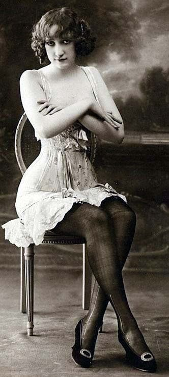 corset model with crossed arms in the early 1900's