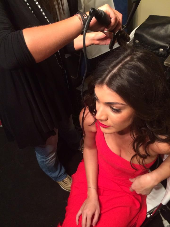 Ivi Adamou almost ready in her #RedDress by #BSB & #CocaColalight for #niosetinkardiasou
