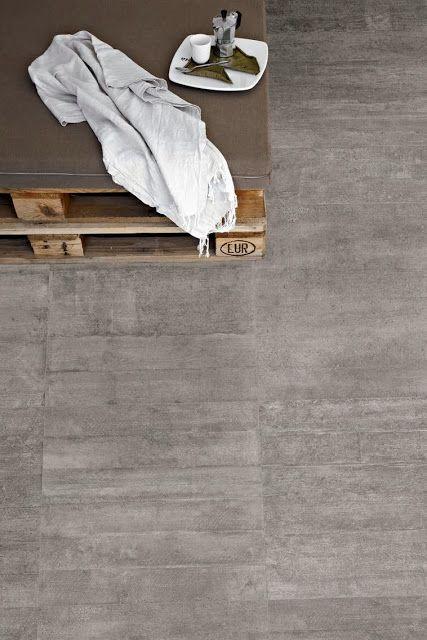 RE-USE od PROVENZA - Płytki o wyglądzie starego, konstrukcyjnego betonu, z widocznymi odciskami deskowania.