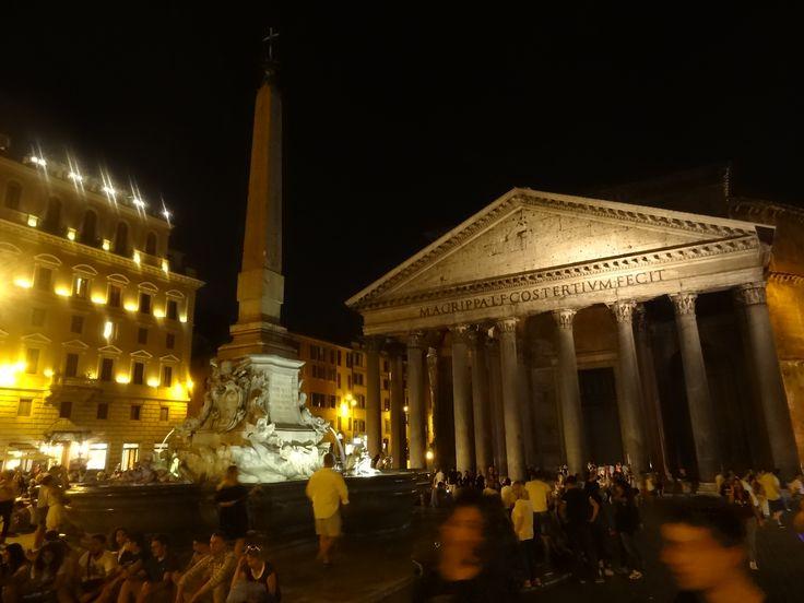 Pantheon di sera