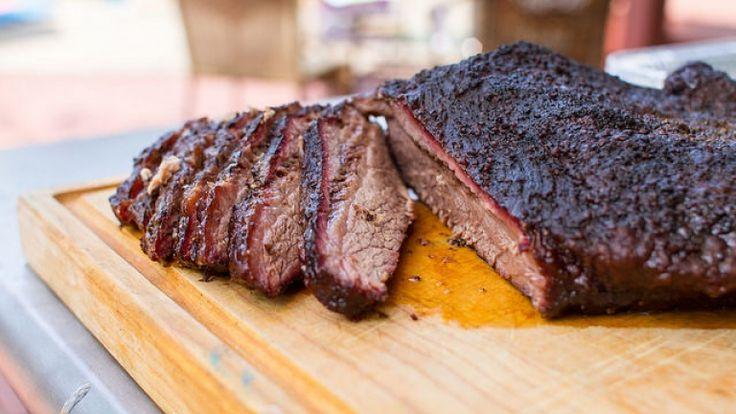 Brisket americano, la ricetta texana della punta di petto di manzo al barbecue.
