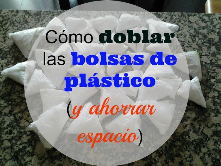 Cómo doblar las bolsas de plástico