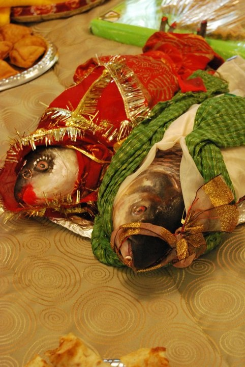 Bengali Wedding with Fish dressed as bride and groom ...