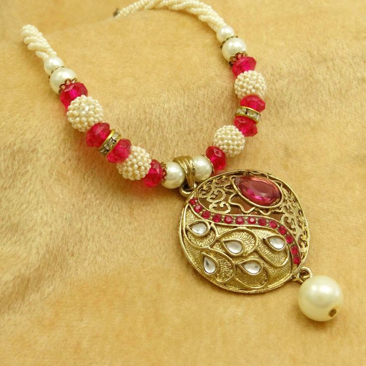 Gold tone Pendant Pearl Necklace !!!