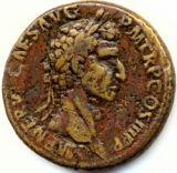 Handel is van alle tijden en geld maakt vijanden tot (tijdelijke) vrienden. Dat was in India niet anders. Het belang er van zal straks nog verder aan de orde komen. Hier alvast de enige Romeinse gouden munt die in zuid India gevonden is. Hij stamt uit het begin van onze jaartelling en is geslagen onder keizer Nerva Caesar (96-98 n.C.)