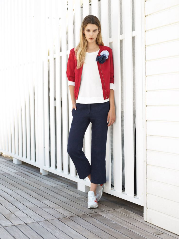 Red and blue and white. Cardigan, tee and straight-cut denim. All by www.alafois.it