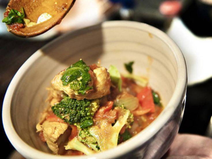 Vindaloo er en blanding av indiske og portugisiske mattradisjoner. Server kylling vindaloo med nanbrød og kokt ris.Kilde: Adresseavisen Foto: Vegard Eggen