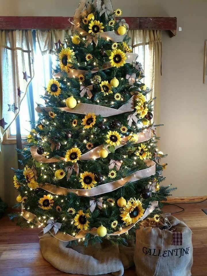 Beautiful Sunflower Themed Christmas Tree Christmas Tree Themes Creative Christmas Trees Christmas Decorations