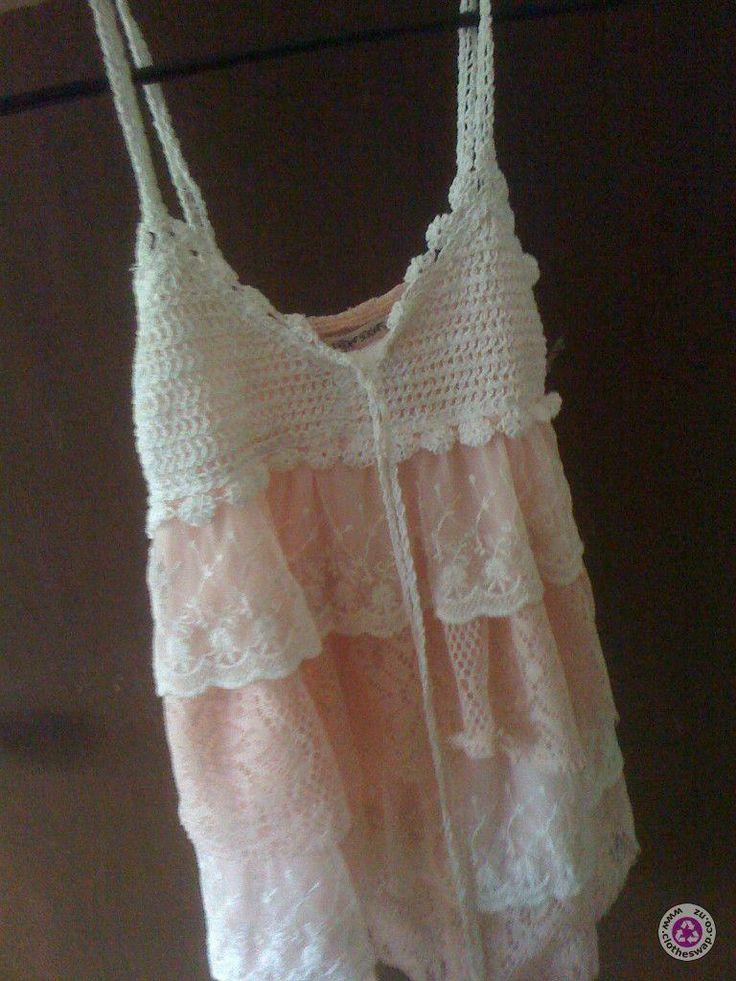 Clotheswap - Size m lace singlet.