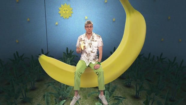 Mo Rocca on the appeal of America's most popular fruit