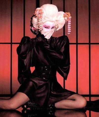 mecreatingme:  Kylie Minogue in Alexander McQueen