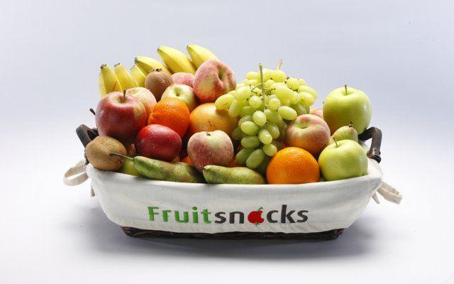 KUNNIG wordt 50 en trakteert! Twee XL fruitmanden gingen de richting van Continental Sweets uit.