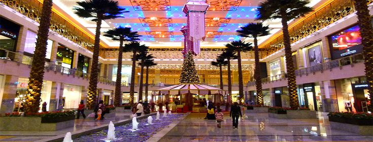 Dubai shopping mall inside  #Dubai #shopping #UAE #Travel #Tourism #Fun #MiddleEast #Beauty #Luxury