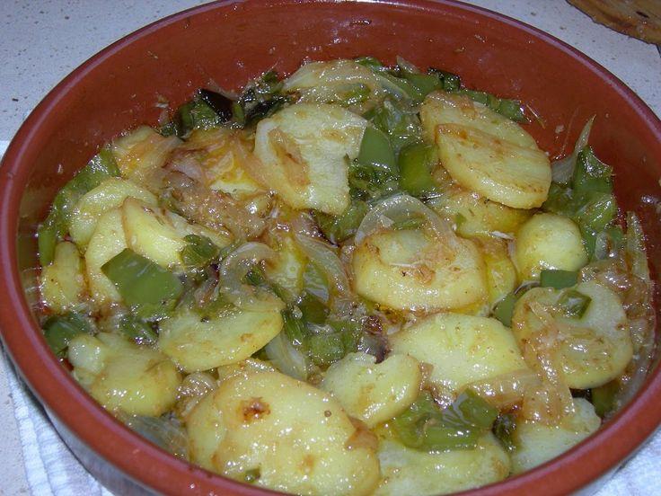Recetas económicas: patatas a lo pobre   Cocinar en casa es facilisimo.com