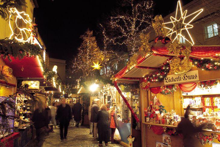 Рождественские ярмарки Швейцарии начинают работать в двадцатых числах ноября.  Берн, Женева, Монтре, Цюрих, Бремгартен, Люцерн, Базель, Лозанна ждут туристов.