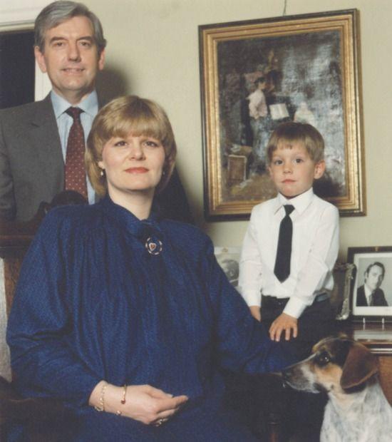 Principesa Elena, cea de a doua fiică a Regelui Mihai, cu primul soţ, Leslie Robin Medford-Mills, şi fiul, Nicolae Medford-Mills.