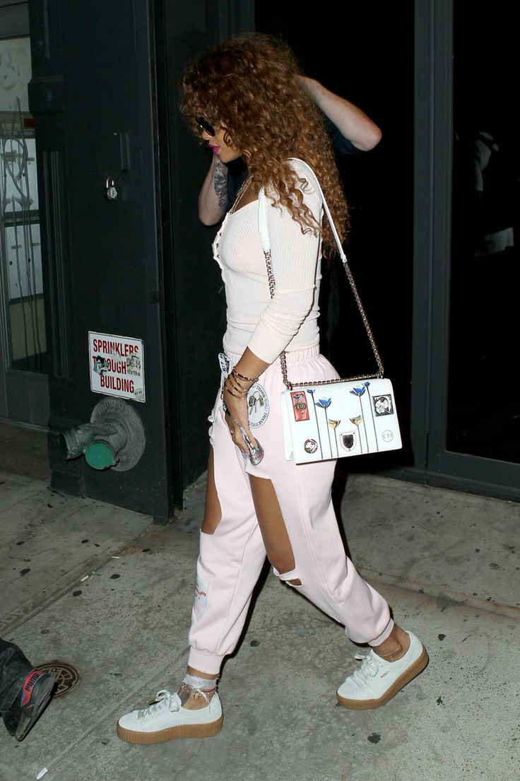 25+ best ideas about Rihanna Street Style on Pinterest | Rihanna casual Striped strappy tops ...