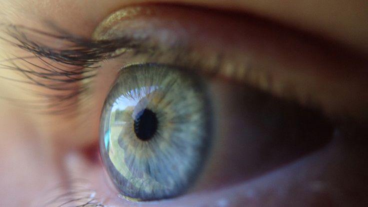 ICYMI: Una modelo publica fotos desconcertantes de su fallido tatuaje ocular