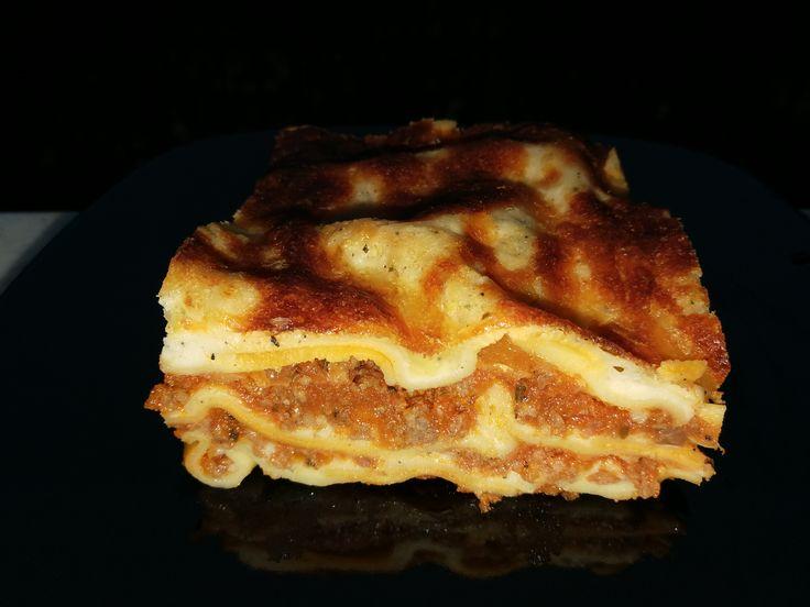 Ca niște consumatori de paste care se respectă, lasagna face parte din preferințele noastre. Pentru că eu sunt adepta rețetelor rapide care-mi permit ...