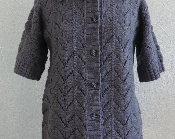 Veste longue ou gilet long Manches Trois quarts Femme En laine et Alpaga Motif ajouré Coloris violet Taille 40 - 42 Tricotée à la main