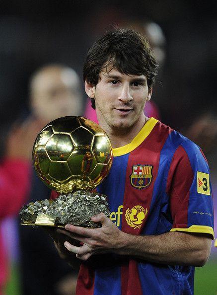 Lionel Andrés Messi es el Argentine futbol  quién jugar en La Liga for FC Barcelona.
