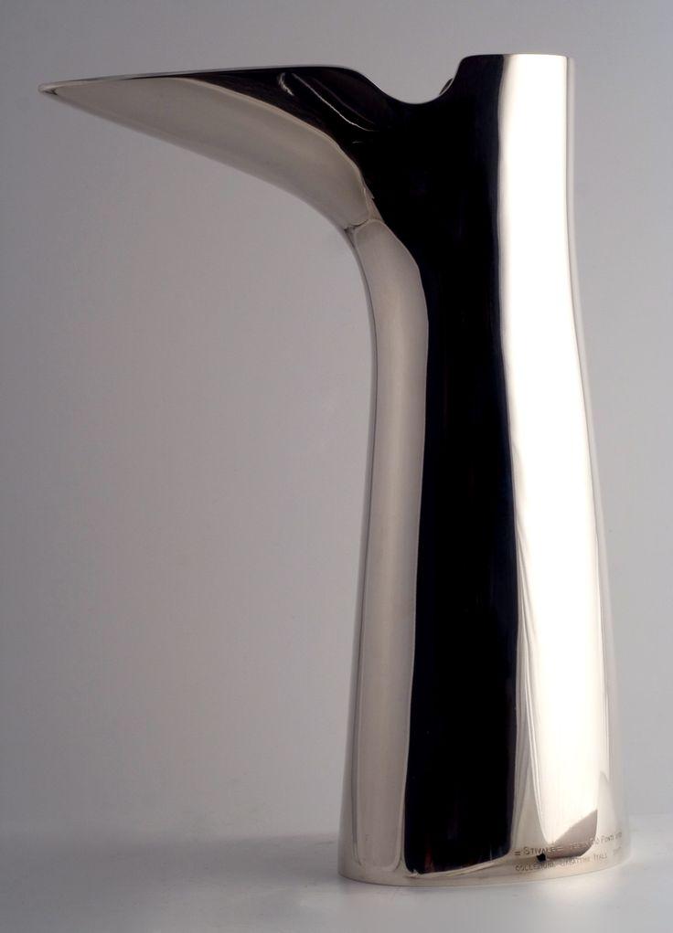 STIVALE__ Vaso /vase, 1959__ Metallo argentato/silver metal__ Disegno/design Gio' Ponti__ Produzione/manufacture Lino Sabattini__ Riedizione/reissue Christofle, 2008__ Foto/photo Emanuele Zamponi__ www.linosabattini.com