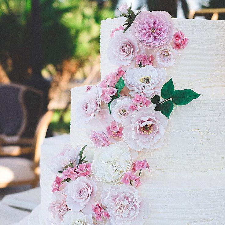 The Cake! Floral romance by @pasticceria_eden.  Planning & Design @elisa_mocci_events | #Sardinia #destinationweddingplanner Photo Maxlanoce  #elisamoccievents #destinationweddingsardinia #weddingplanneritaly #weddingplannersardinia #weddingplannersardegna #luxuryweddinginitaly #weddingdesignitaly #flowerdesign #weddingmoments #luxuryweddingsardinia #orosei #marinabeachorosei #romanticwedding #weddingday #weddingseason2017